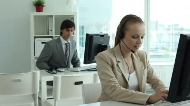Datori di lavoro di call center — Video Stock