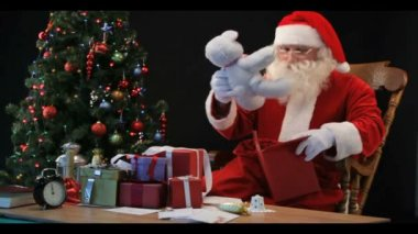 Timelapse of Santa wrapping gifts — Stock Video