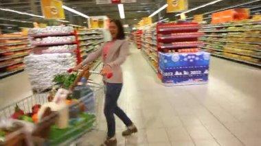 Shopper having fun — Stock Video