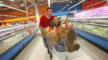 Riding market cart — Stock Video