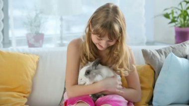Teen girl holding a bunny — Stock Video