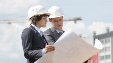 Inspectores de sitio de construcción — Vídeo de stock