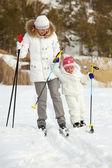 Jazda na nartach razem — Zdjęcie stockowe