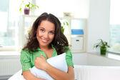 Femmina con cuscino — Foto Stock
