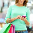 Shopping and texting — Stock Photo
