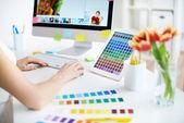 Arbeta med färger — Stockfoto