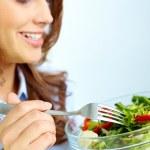 サラダを食べる — ストック写真