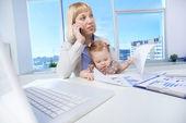 職場での女性のビジネス — ストック写真