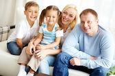 Familia en casa — Foto de Stock