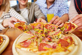 Appetitlich pizza — Stockfoto