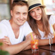 Пара, с коктейли — Стоковое фото