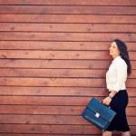 kvinna med portfölj — Stockfoto