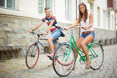Couple of bicyclists — Stockfoto