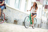 Joyful bicyclist — Stockfoto