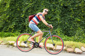 Handsome bicyclist — Stockfoto