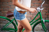 Female bicyclist — Stockfoto