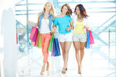 Wandelen in het winkelcentrum — Stockfoto