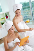 Networking in spa salon — Stock Photo