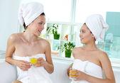 Friends in spa salon — Stock Photo