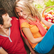Dating in park — Stockfoto