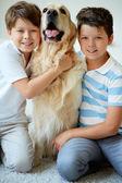 I bambini e i loro animali da compagnia — Foto Stock