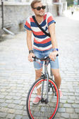 Bicyclist in park — Stockfoto
