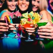 Cocktails held by happy friends at party — Stockfoto