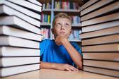 För många böcker — Stockfoto