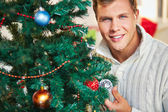 Man by decorated tree — Stock Photo