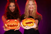 Girls holding carved Halloween pumpkins — Stock Photo