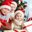 Kids with presents — Foto de Stock