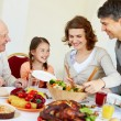 Family at Thanksgiving table — Stockfoto