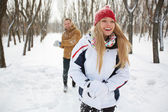 Chica feliz en winterwear riendo — Foto de Stock