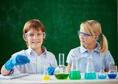 Children at chemistry lesson — Stock Photo
