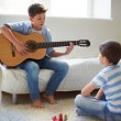 Learning how to play guitar — Stock Photo