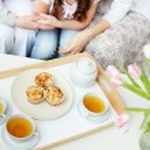 Tea with cupcakes — Stock Photo