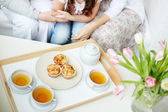 Tea with cupcakes — Stock Photo