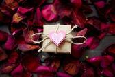 Presente romântico — Fotografia Stock