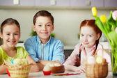три улыбающихся детей — Стоковое фото
