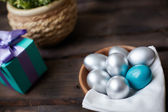 Eggs and gift — Stockfoto