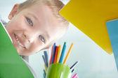 Glada schoolkid — Stockfoto