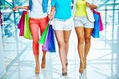 шоппинг ходьбы — Стоковое фото