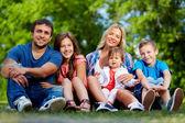 Family in park — Stockfoto
