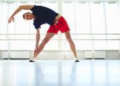 Człowiek ćwiczeń fizycznych — Zdjęcie stockowe