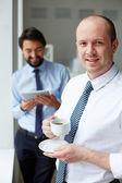 Empresário com café — Foto Stock