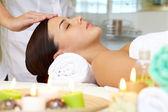 Frau auf die Gesichts massage — Stockfoto