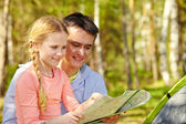 Man and daughter looking at map — Stock Photo