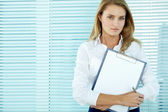 Businesswoman with clipboard — Stok fotoğraf