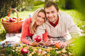 Couple with ripe apples — Stock Photo
