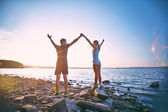 Couple standing on coastline — Stock Photo